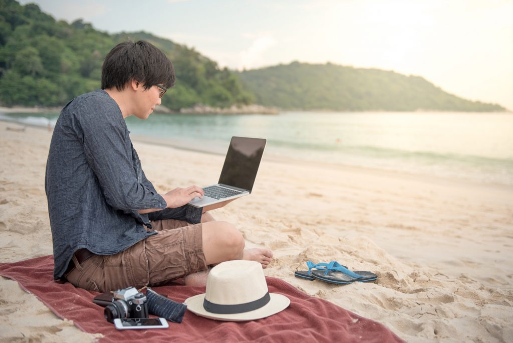 Are There Any Digital Nomads Who Trade for A Living? (Swing Trading, Day Trading & Algorithmic Trading)